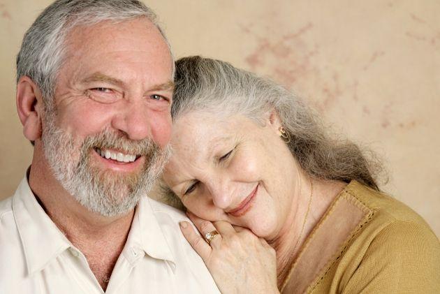 coppia capelli grigi